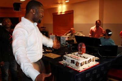 Darey and friends celebrate birthday