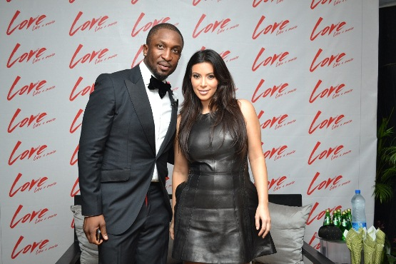 KIM KARDASHIAN & DAREY TAKING A POSE FOR PICTURE NaijaVibe
