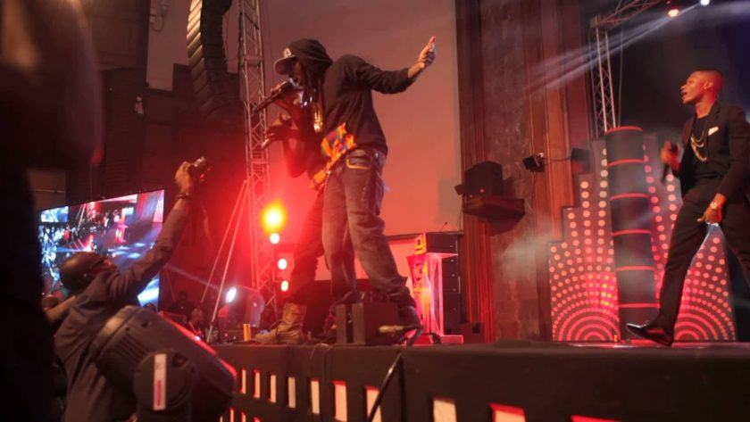 R2Bees & Wizkid Perform 'Slow Down' at Ghana Music Awards [ViDeo]