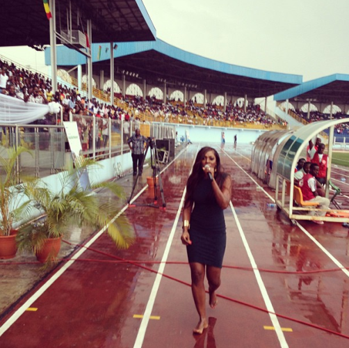 Tiwa Savage performs with no shoes in the rain