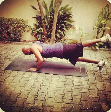 BankyW doing a one-leg pushup