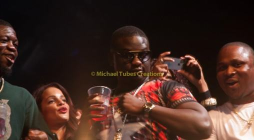 Wande Coal throws pounds into the crowd at Davido's O2 concert