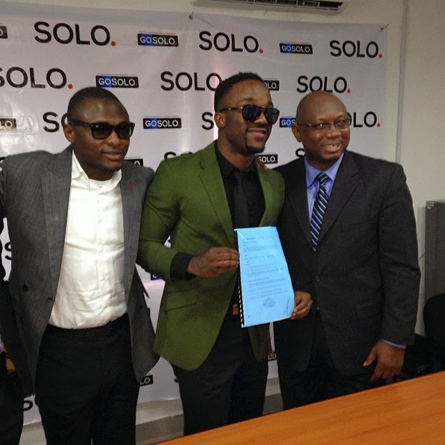 Iyanya signs with Solo