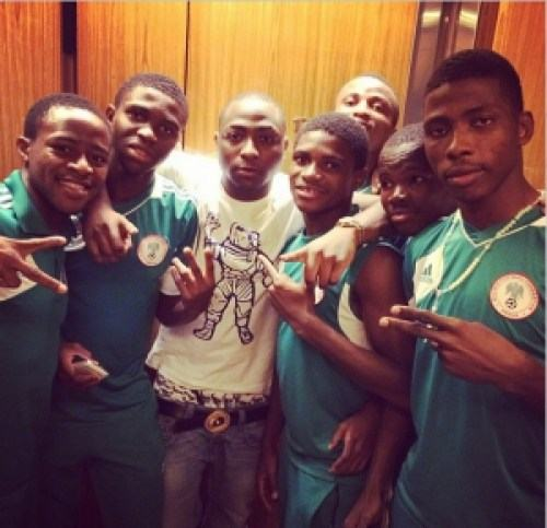 Davido strikes a pose with Under 17 champions