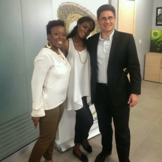 Seyi Shay signs with Etisalat