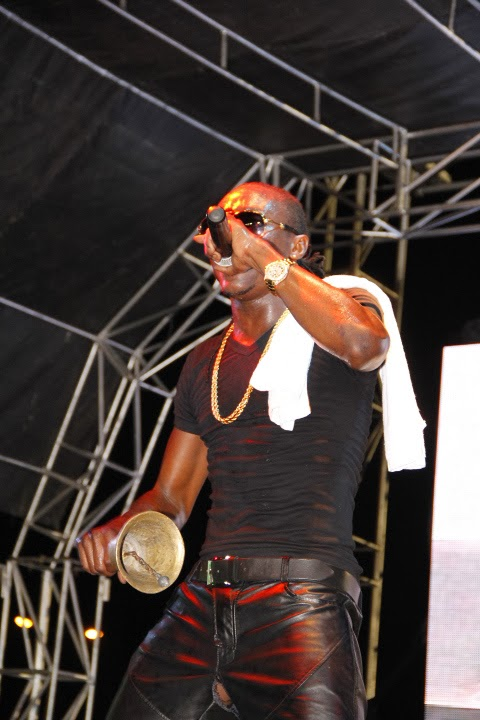Terry G's leather pant tears on stage