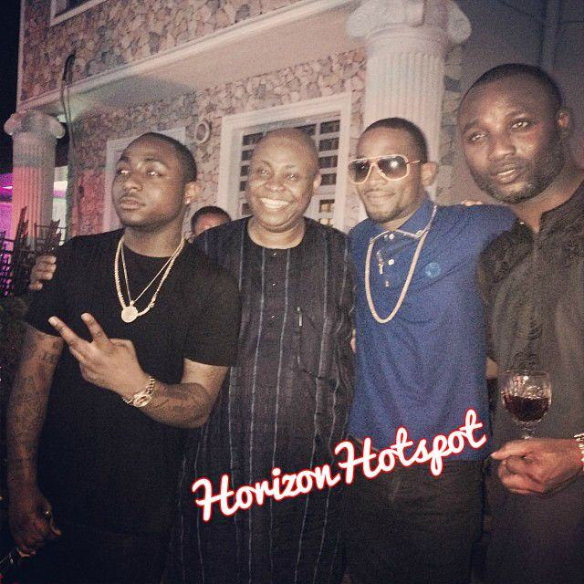 Davido chilling with his dad, D'banj & manager Kamal