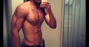 Flavour flaunts sexy body