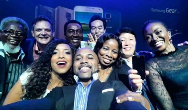 """Banky W remakes the """"Oscar-like"""" selfie with Kate Henshaw and others"""