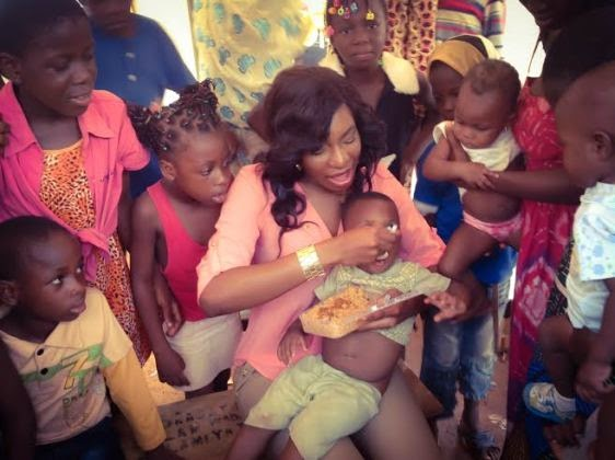 Chika Ike gives gifts to kids