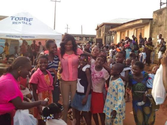 Chika Ike gives gifts to less privileged during Easter