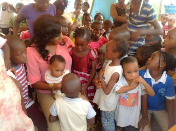 Chika Ike gives gifts to less privileged kids during Easter