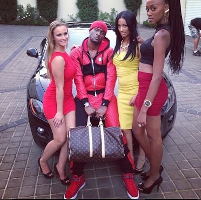 Peter Okoye hangs out with sèxy ladies