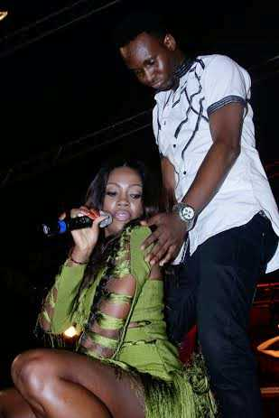 Tiwa Savage exposes butt for male fan on stage