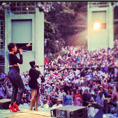 Kelly Rowland shows off baby bump