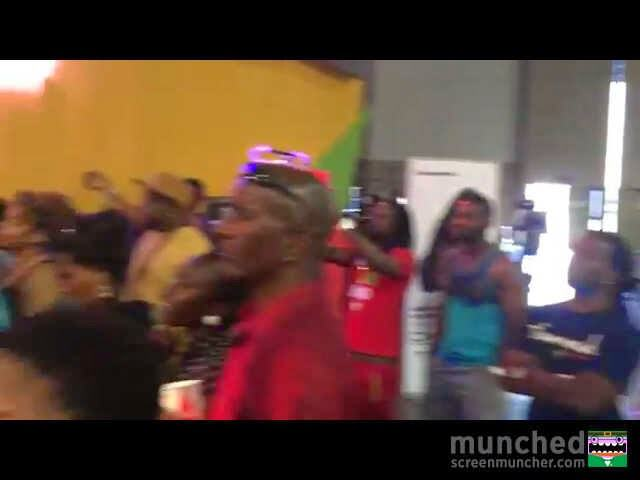 Tiwa Savage and Mafikizolo performed in front of technicians and passers-by at the BET Awards