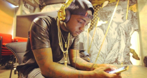 Davido rocks 24-Carat gold Meek Mill earphones