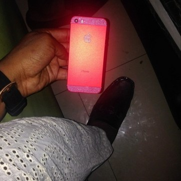 Olamide gets 24k gold plated iPhone 5s gift from Malivelihood