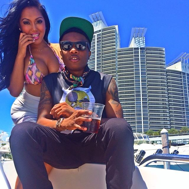 Wizkid flirting with endowed chick