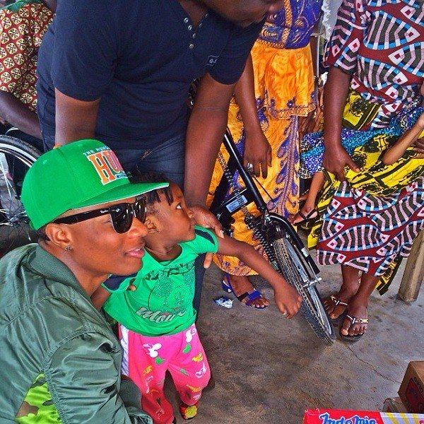 Wizkid gives to the less privileged in Benin Republic