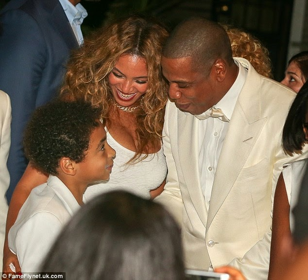 Jay Z & Beyonce loved up at Solange's wedding