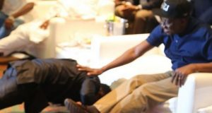 Sean Tizzle prostrates before President GEJ