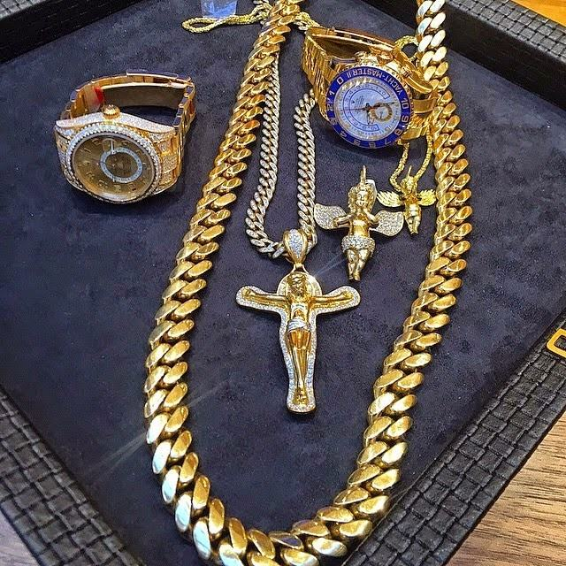 Wizkid invests millions on new jewellry set