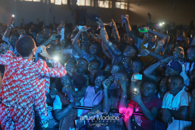 Chidinma performing at Skuki And Friends Concert