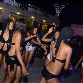 Quilox Ultra Pool Party
