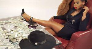 King Of Queens! Yemi Alade Poses With Bundles Of Dollar Bills
