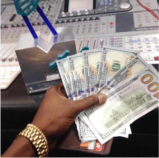 600$ from Don jazzy