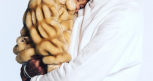 Chris Brown shares adorable photo with Royalty