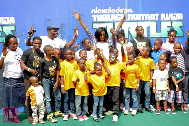 Seyi Shay With Orphans At The Nickelodeon Kids Event