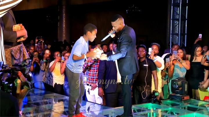StarBoy Wizkid Dashes Out N1million To Fans