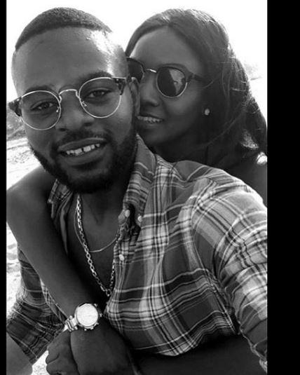 Falz and Simi loved up in New beach photos