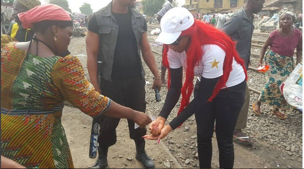 Cynthia Morgan Goes To The Streets To Celebrate Christmas