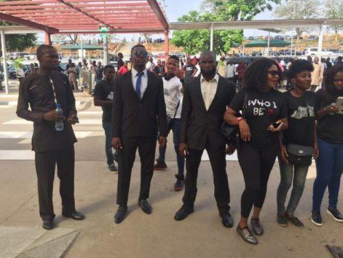 Efe Welcomed By Large Crowd In Abuja As He Arrives In Style