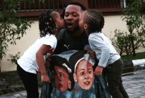 Flavour get kiss from his daughters